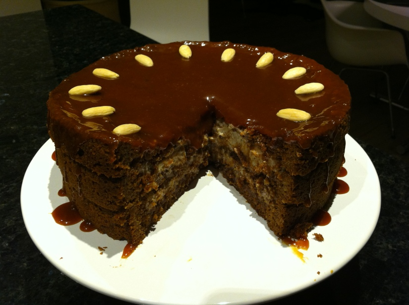 pecan cake with caramelicing