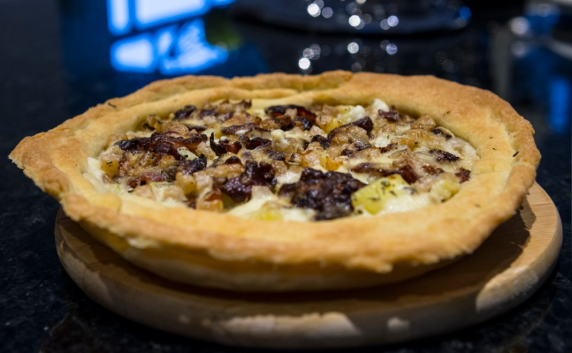 quiche with bacon, potato and horseradish sauce