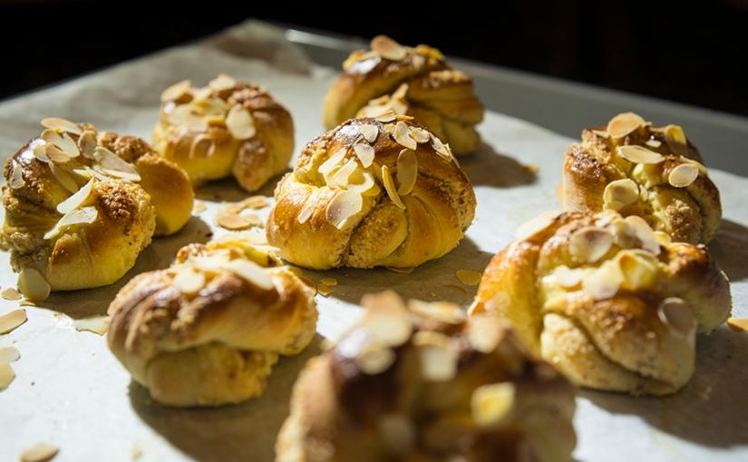 cardamom yeast knotrolls