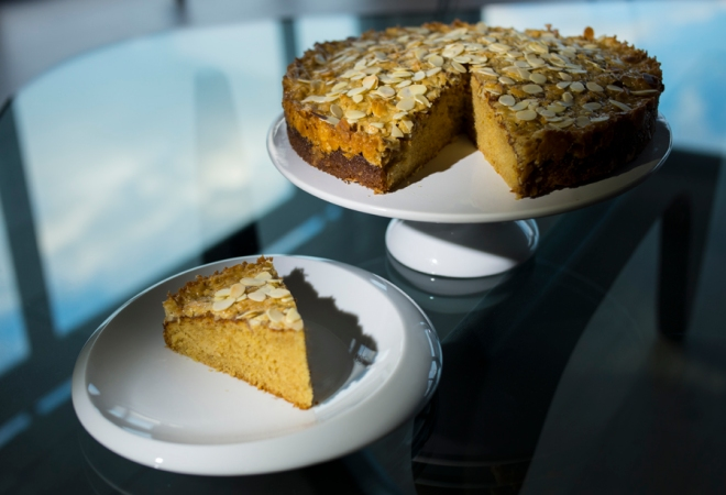 vanilla cake crunchy topping